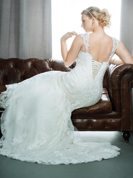 New-York-Bride-Syracuse-plus-size-lace-wedding-dress-Kenneth-Winston-Femme-Collection-Style-3398.j